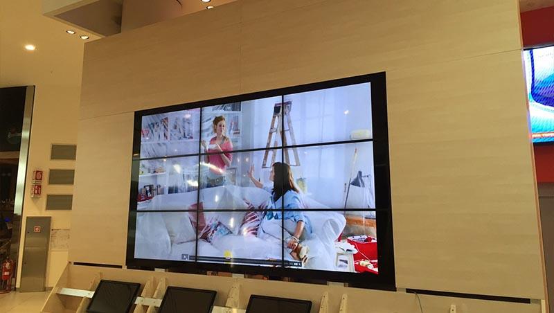 Infoskjerm storskjerm på kjøpesenter
