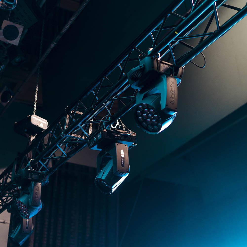 Lyskastere til sceneproduksjon